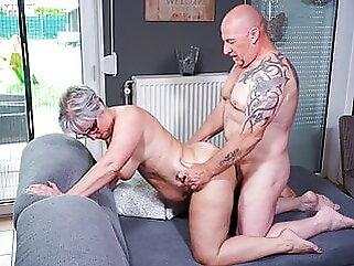Hausfrau Ficken - German Wife Cheats On Husband With Neighbor blowjob amateur