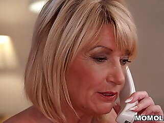 Older woman really knows how to please blowjob babe