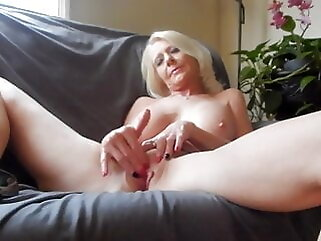 Mature Masturbation fingering blonde